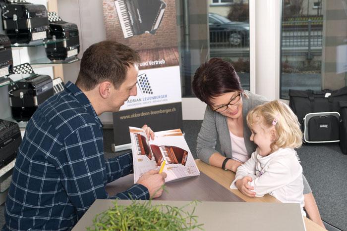 Adrian Leuenberger Akkordeon Service Reparaturen Verkauf